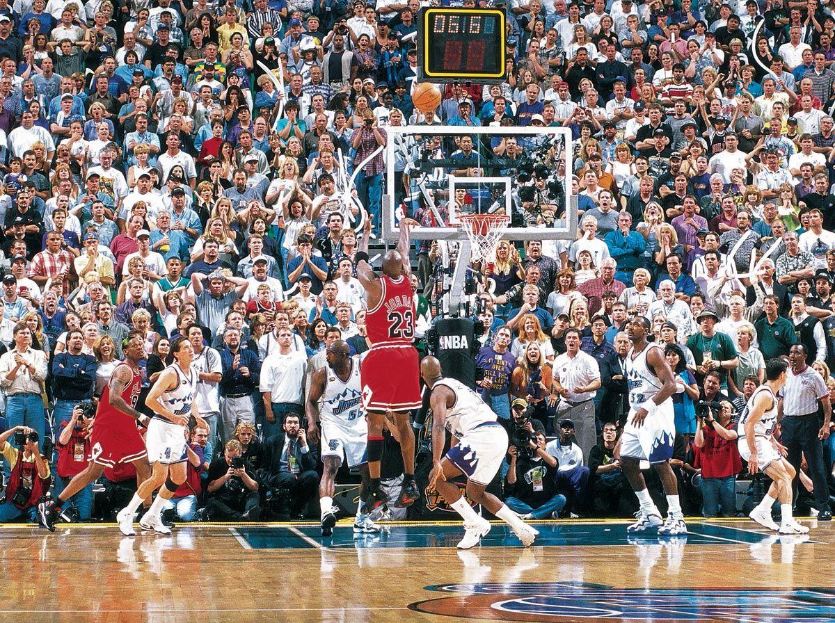 Bulls At Jazz Game 6 1998 Nba Finals Michael Jordan Michael Jordan Photos Jordan Bulls Michael Jordan