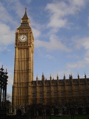 57db89a32b0 Como construir uma maquete da torre do Big Ben