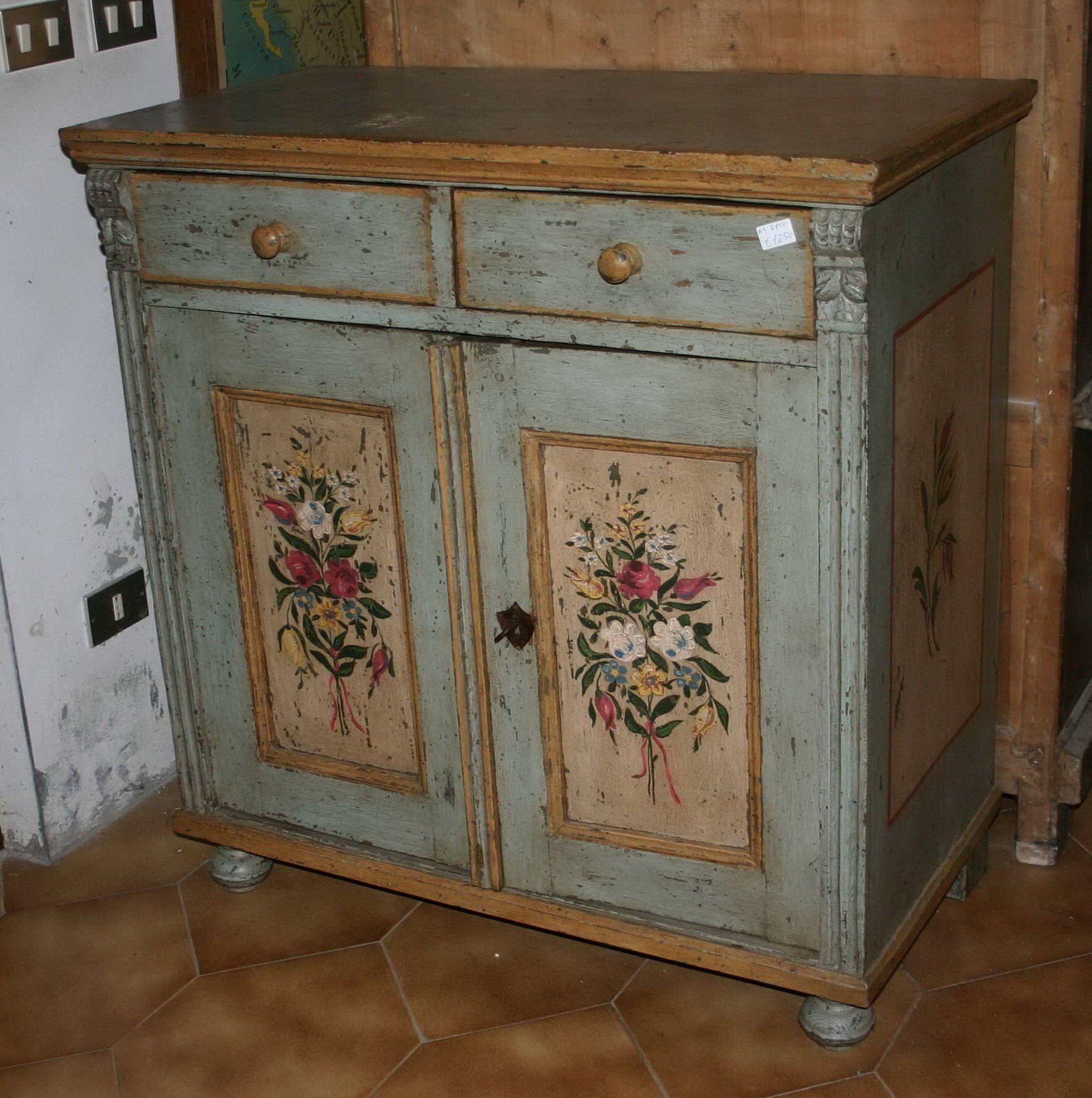 Mobili dipinti armadi cassettoni madie comodini for Arredamento attico