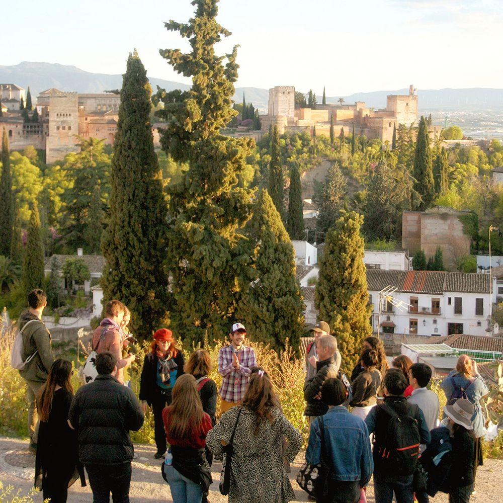 Free Tours En Granada Todos Los Días Disfruta De Nuestros Paseos A Pié Conoce El Centro De Granada El Barrio D Ciudad De Granada La Alhambra Ciudades