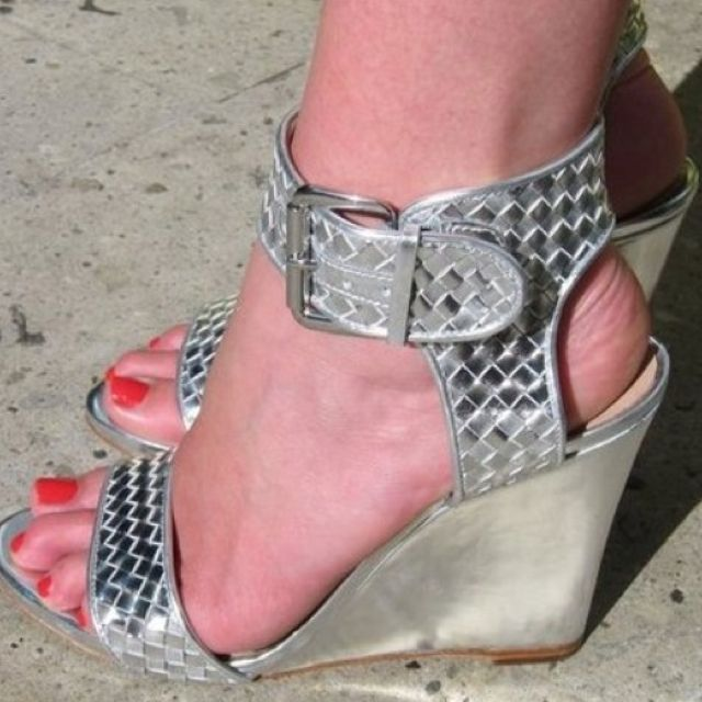 Cute metallic wedges. #shoes