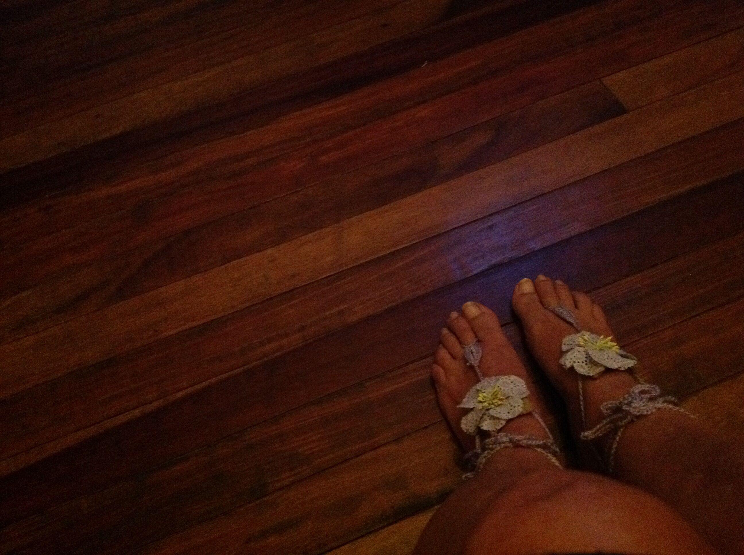 Otra forma de decorar los pies  cuando va a la playa.