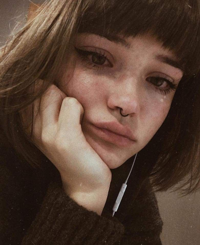 Follow me buseakan s u b j e c t s sad girl - Sad girl pictures crying ...