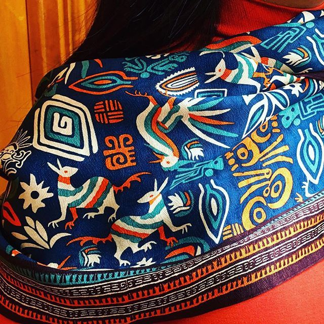 Luce todos los colores de #Mexico. Bufanda 'Sellos #Prehispánicos'. #PinedaCovalin #fashion
