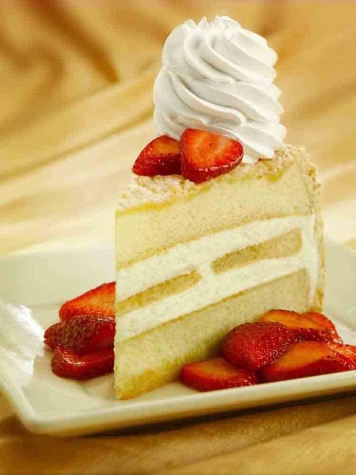 Lemoncello Cream Torte Moist Layers Of Vanilla Cake And