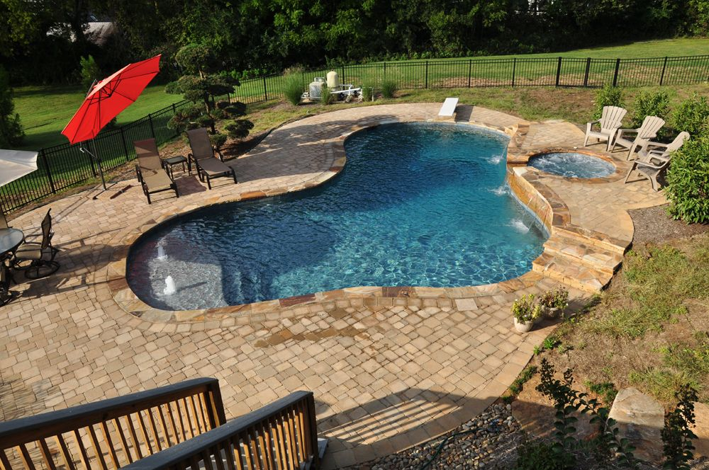 Gunite pool with inground spa tanning ledge bubblers for Gunite pool design ideas