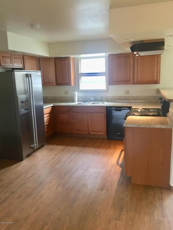 Great Duplex For Sale In Anchorage 3 Bedrooms Up Stairs 2 Bedrooms