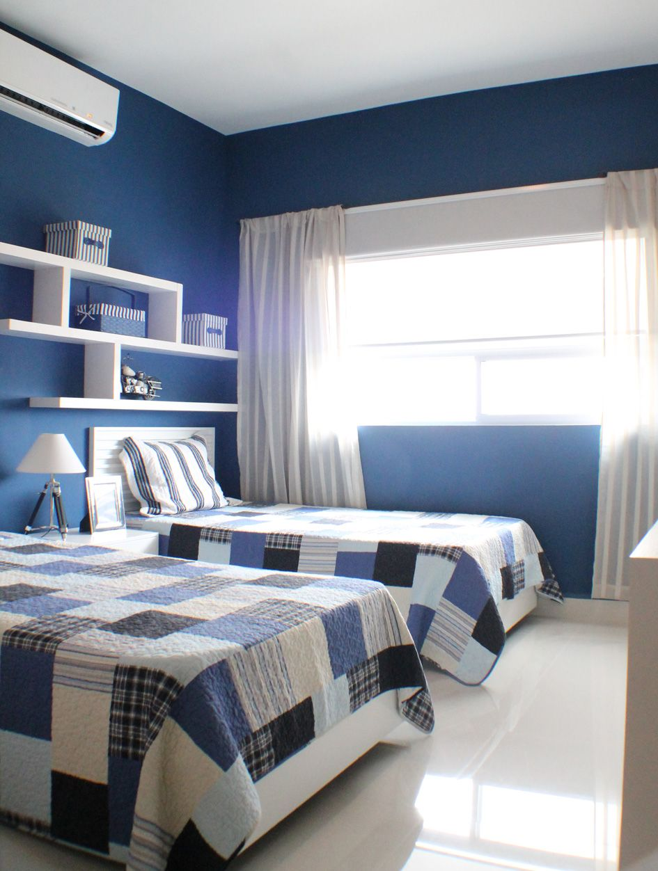 Recamara infantil con dos camas para ni o en color azul for Cuartos decorados azul