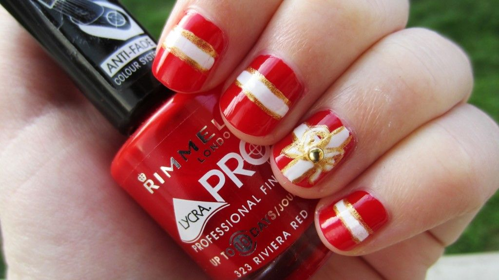 Gold, red and white christmas gift nail art | Trendy Nail Art ...