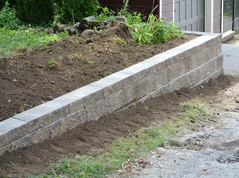 Retaining wall to help with errosion lawn and garden Cinder block retaining wall