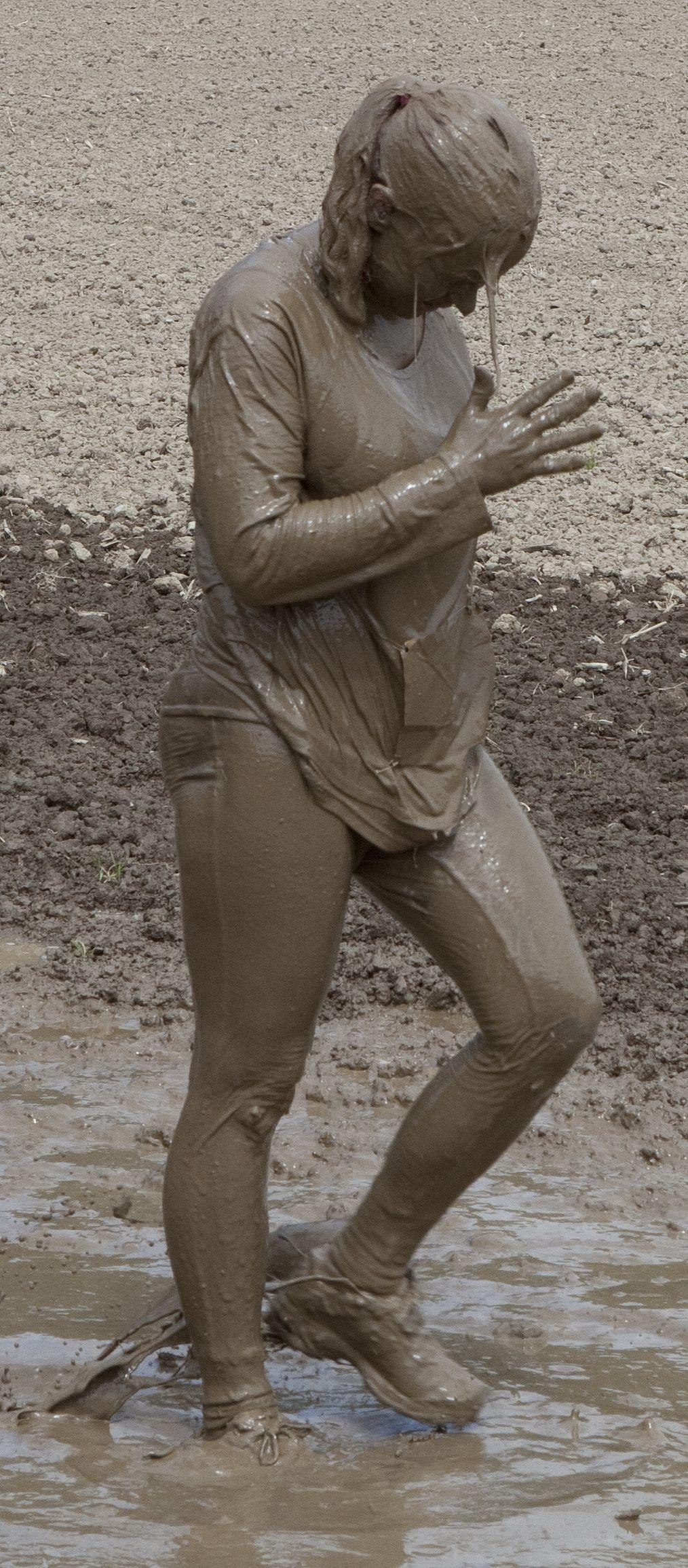 Mini skirt mud girl picture beauty girls