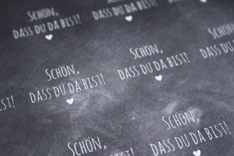"""Hochzeitsdeko - Aufkleber rund """"Schön, dass du da bist"""" 24 Stück  - ein Designerstück von KartenliebeHamburg bei DaWanda"""