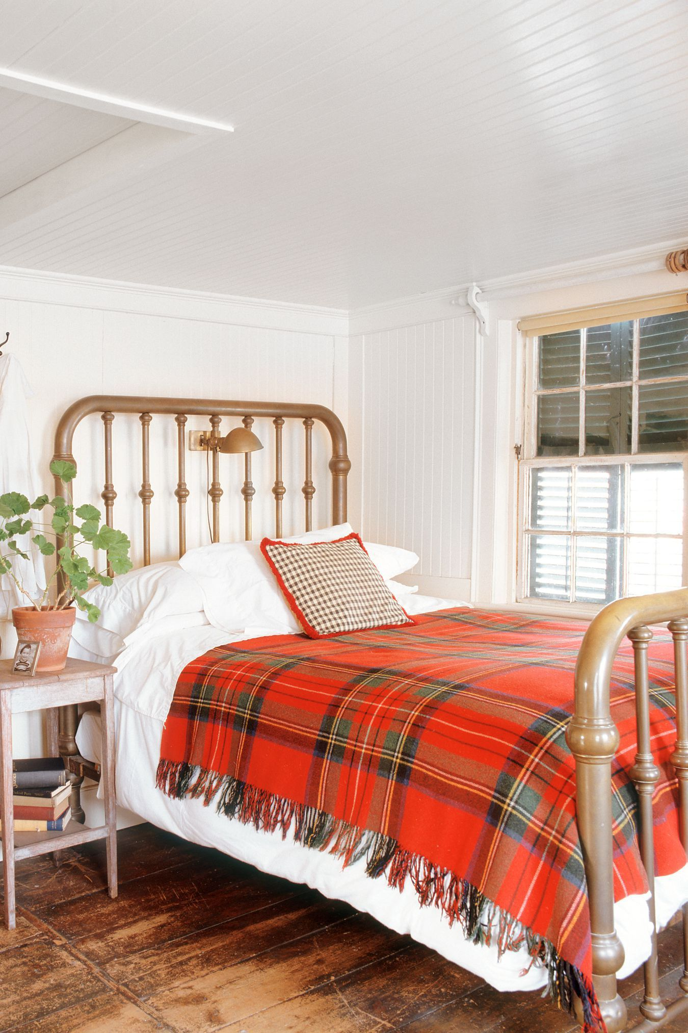 30+ Decorating Tricks To Make Your Bedroom Feel Extra Cozy