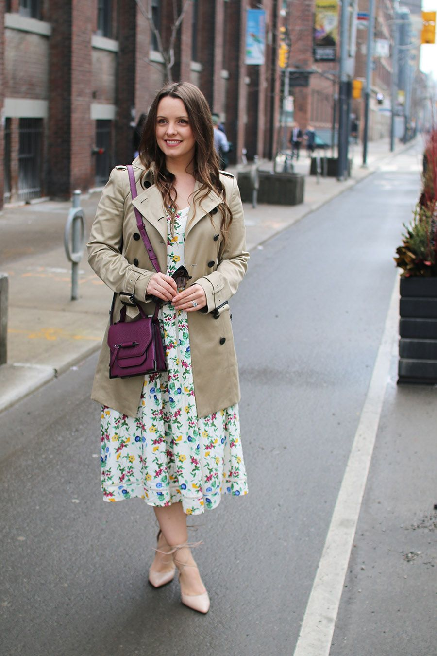 Summer Outfits Floral Dress Trench Coat Via A Side Of Vogue Outfits Floral Midi Dress Trench Coat [ 1350 x 900 Pixel ]