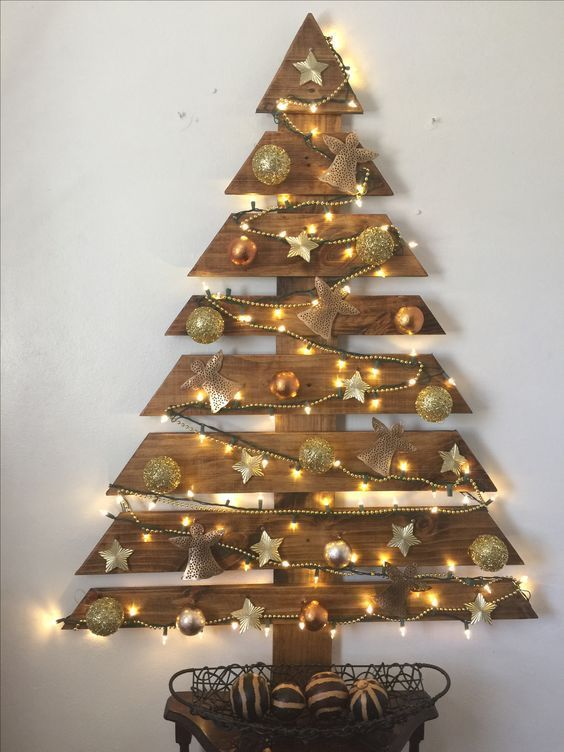 18 Amazing Wooden Christmas Tree Design Ideas