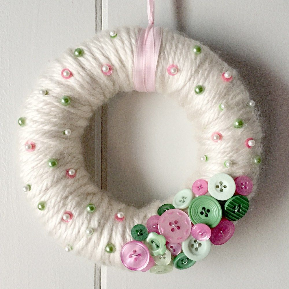 Photo of Brighten up your decor with a button wreath wrapped in yarn!