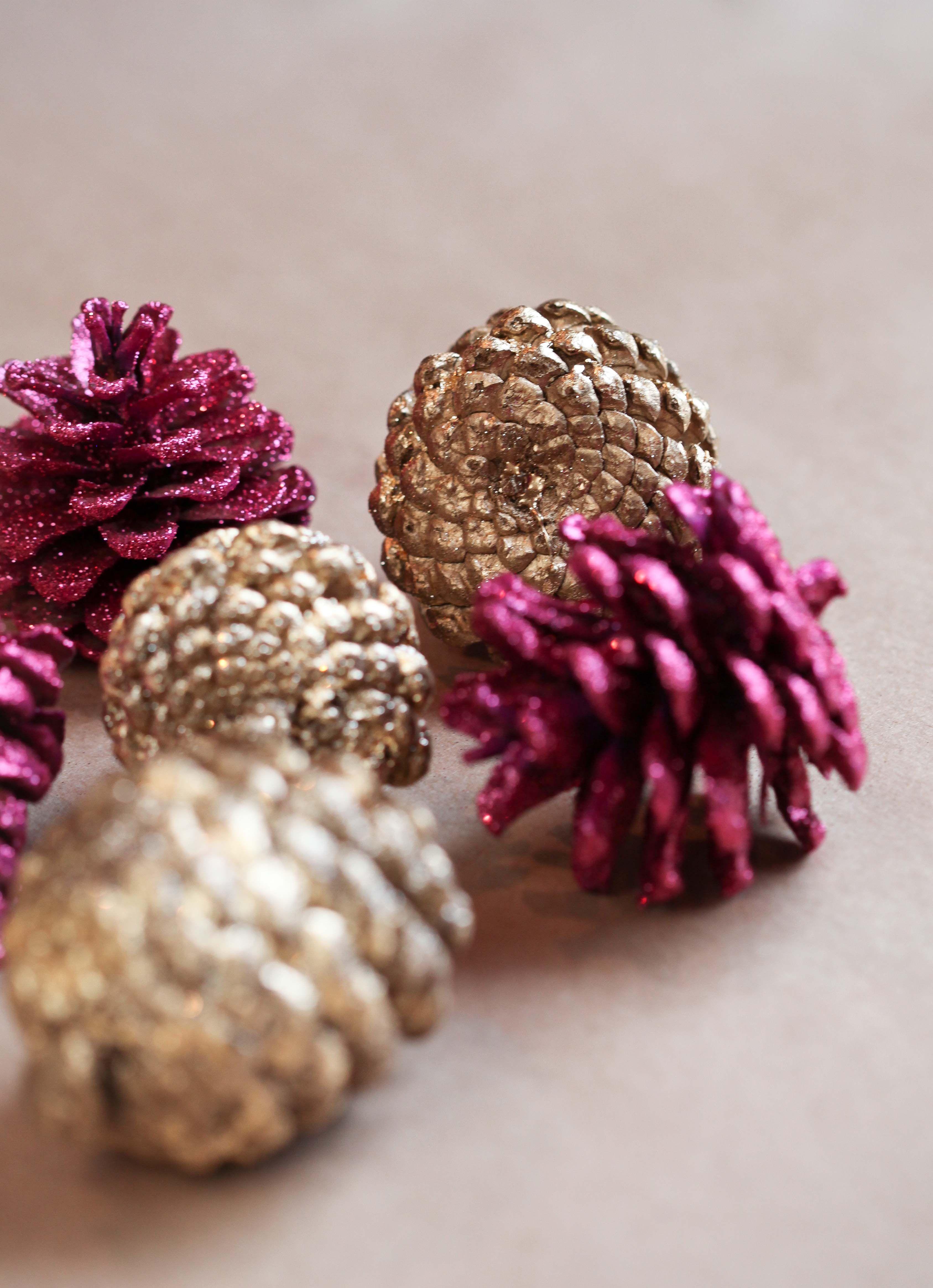 Miss Renaissance DIY Gold leaf & glitter pinecone garland