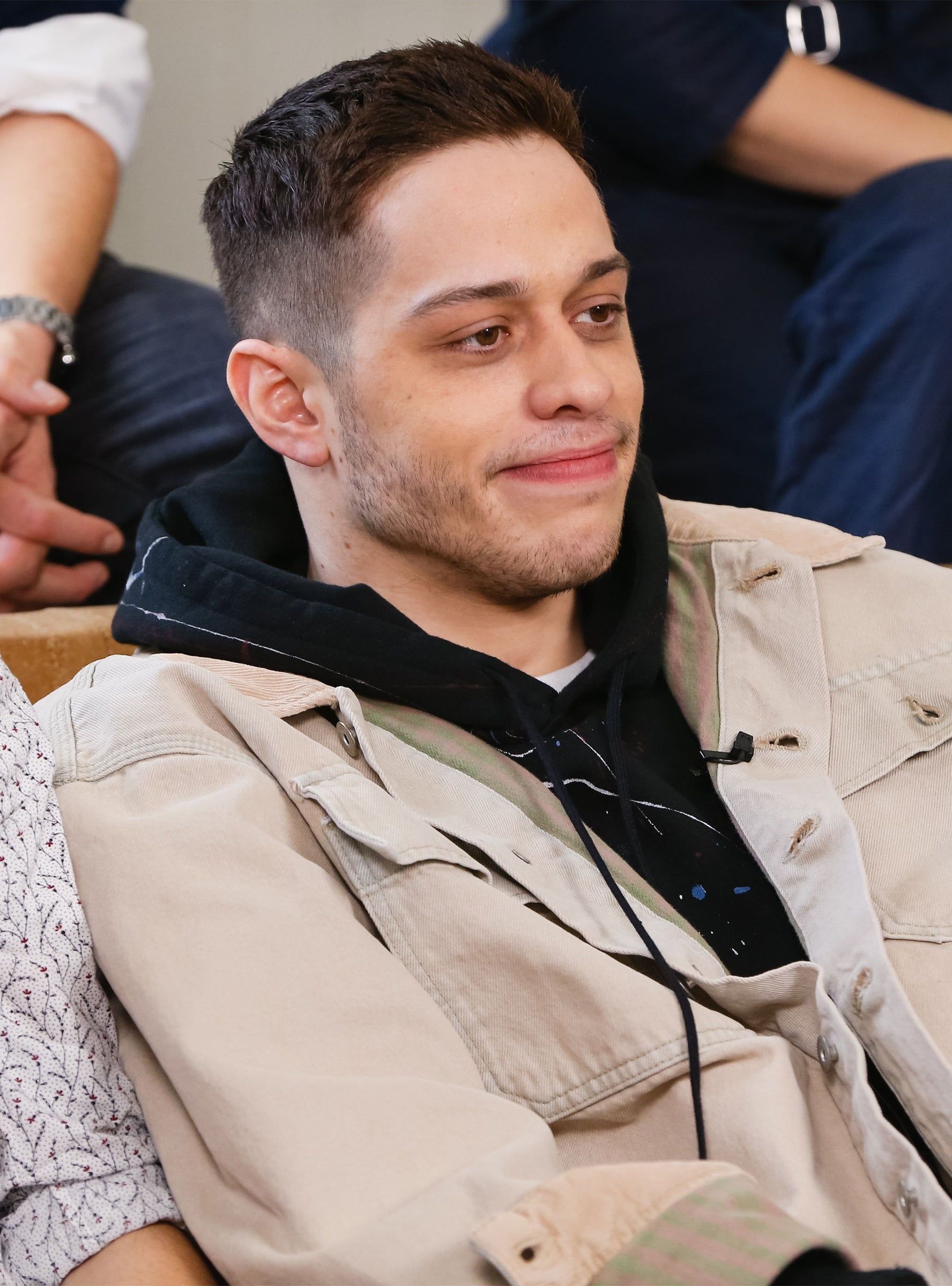 Pete Davidson Feels Bullied By Snl Cast They Think I M F Ing Dumb In 2020 Dumb And Dumber Comedy Specials It Cast