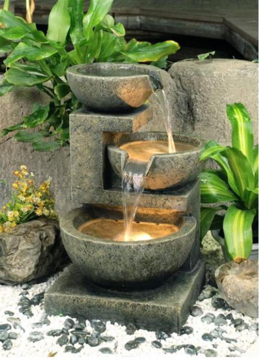 House easy diy project homemade water fountains for for Decoration jardin avec fontaine