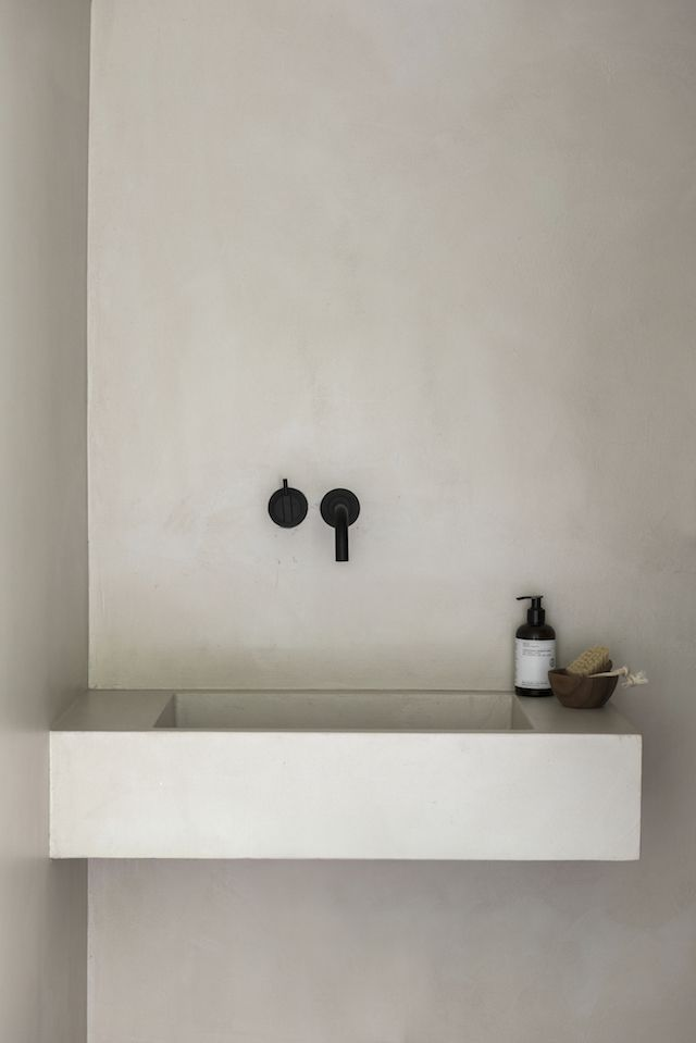 Photo of Five Minimalist Bathrooms with Textured Walls