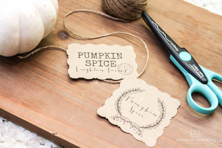 THE BEST FALL CANDLE EVER (pumpkin spice) and only $5!! Plus FREE cute printables to make it look adorable and expensive!! These make great gifts!! #candle #pumpkinspice