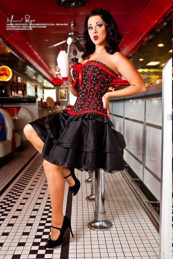 Overbust Corset Meschantes Red Cherry Retro Pin-up Corset Your Size Rockabilly Moda, Pin Up Rockabilly, Rockabilly Fashion, Retro Fashion, Vintage Fashion, Steam Punk, Moda Pin Up, Pinup Photoshoot, Estilo Pin Up