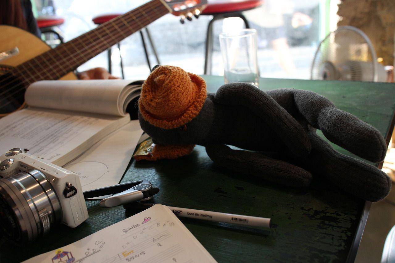 자다 깬 목소리를 좋아한다.이것은 아주 오래된 취향. 최근엔 기타 선생님이 여기에 곡을 붙여주었다.