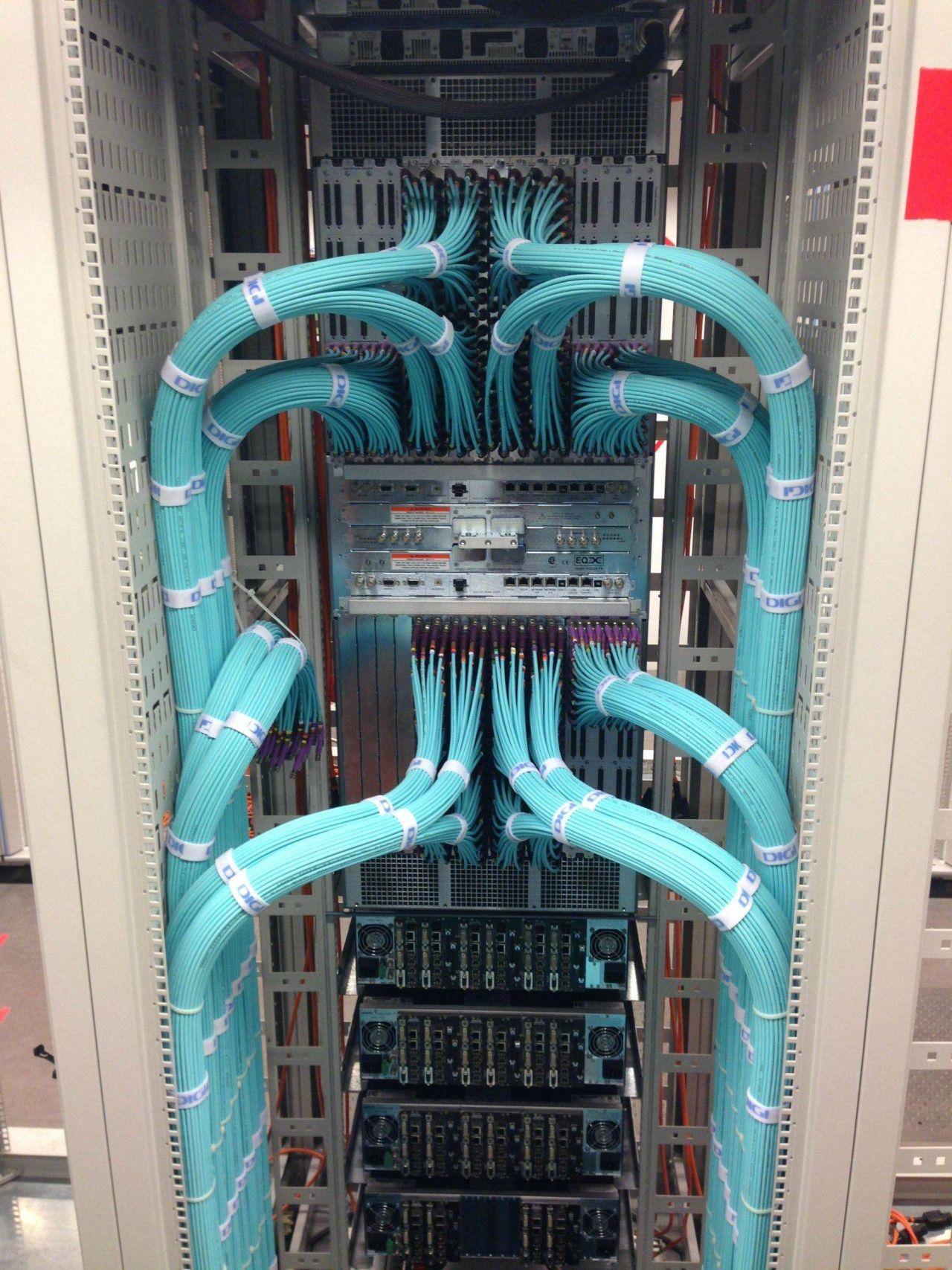 27 fotos die allen it lern feuchte tr ume machen cable management electrical wiring [ 1280 x 1707 Pixel ]