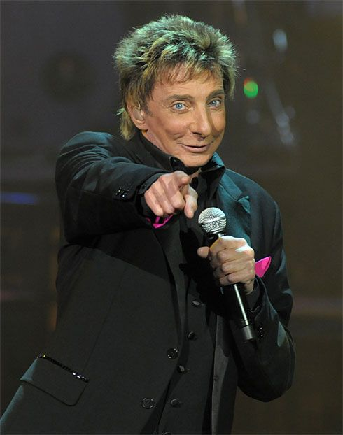 Barry Manilow takes fans to emotional heights in Forum ...