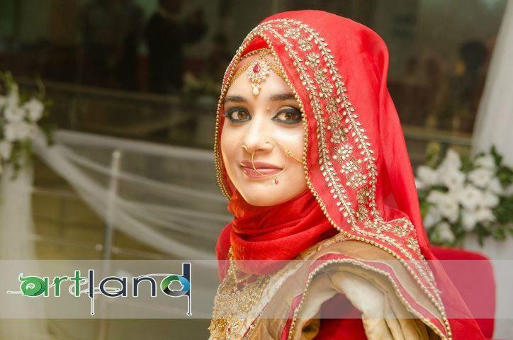 Mehndi Dress With Hijab : Red dulhan hijab saree clothes