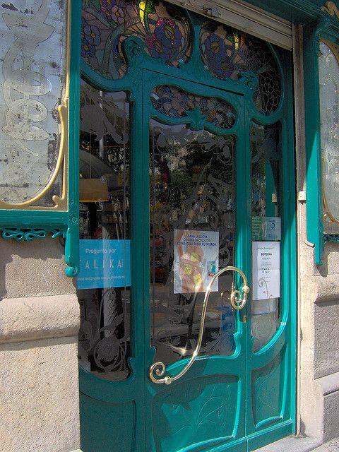 95cd6d28013be Botigues antigues de Barcelona Farmacia Mestre Art nouveau door ...