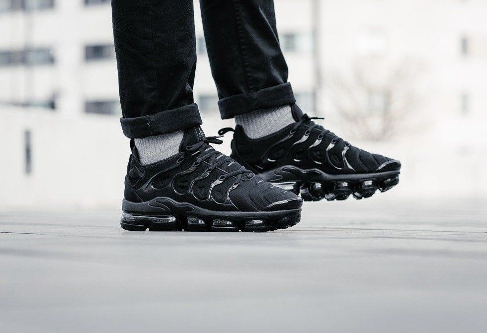 784c3d3bfe736 NIKE AIR VAPORMAX PLUS |