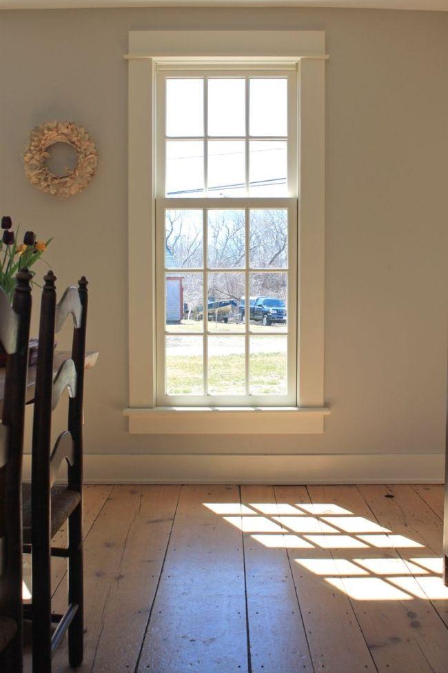 Typowe Amerykańskie Okna W Typowym Amerykańskim Domu. Okna Otwierane Do  Góry, Z Podziałami Lub