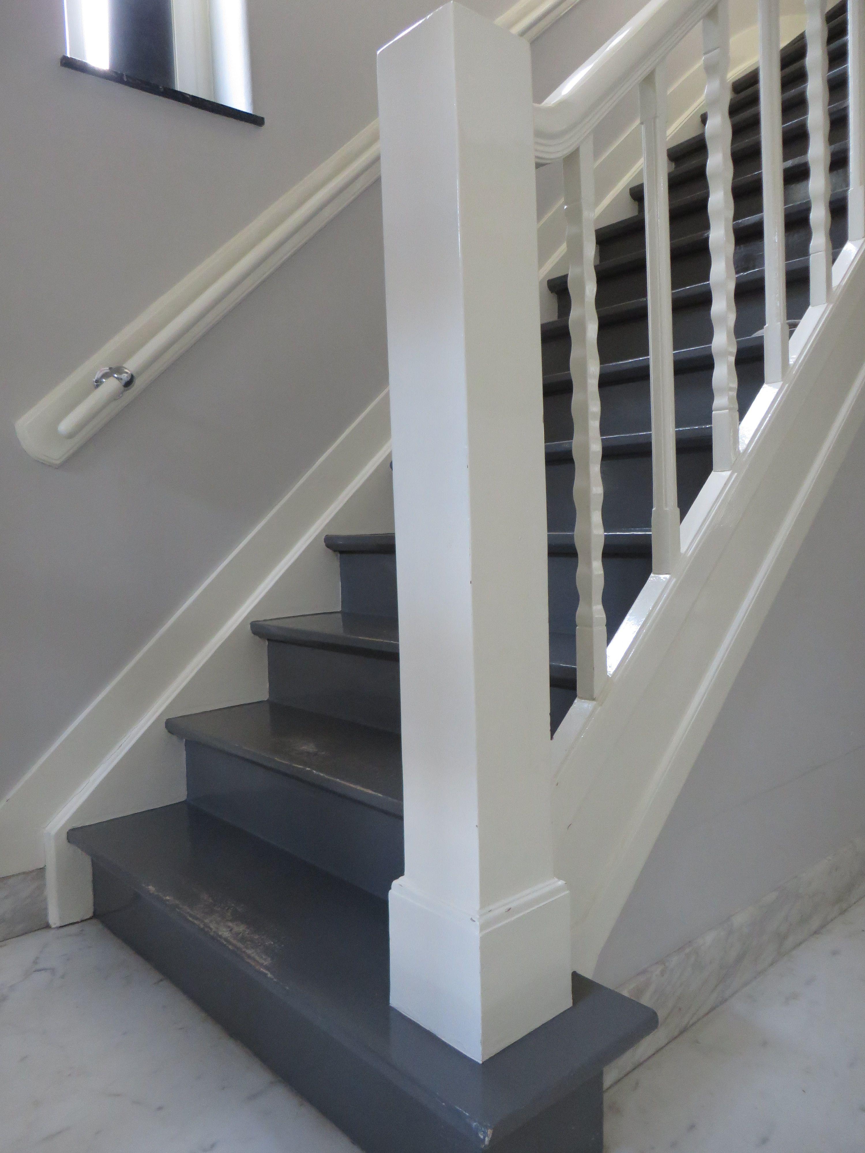 Trap in hal verven jaren 20 30 huis gang pinterest trappen voor het huis en interieur for Schilderen voor gang d