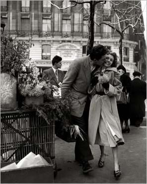 What S In A Kiss Robert Doisneau Vintage Couples Vintage
