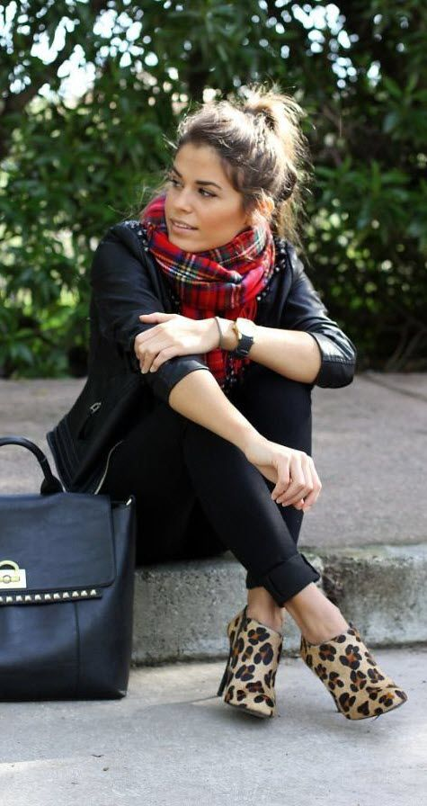 Black, Plaid, and Leopard. We love the mixed patterns with the classic look of this outfit #fallfashion