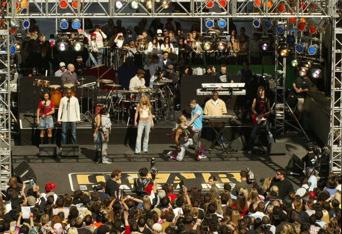 lighting truss and movable stages and others are essential for outdoor events