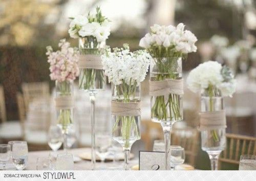Leuk om je tafel zo op te maken,met bloemen en touw!
