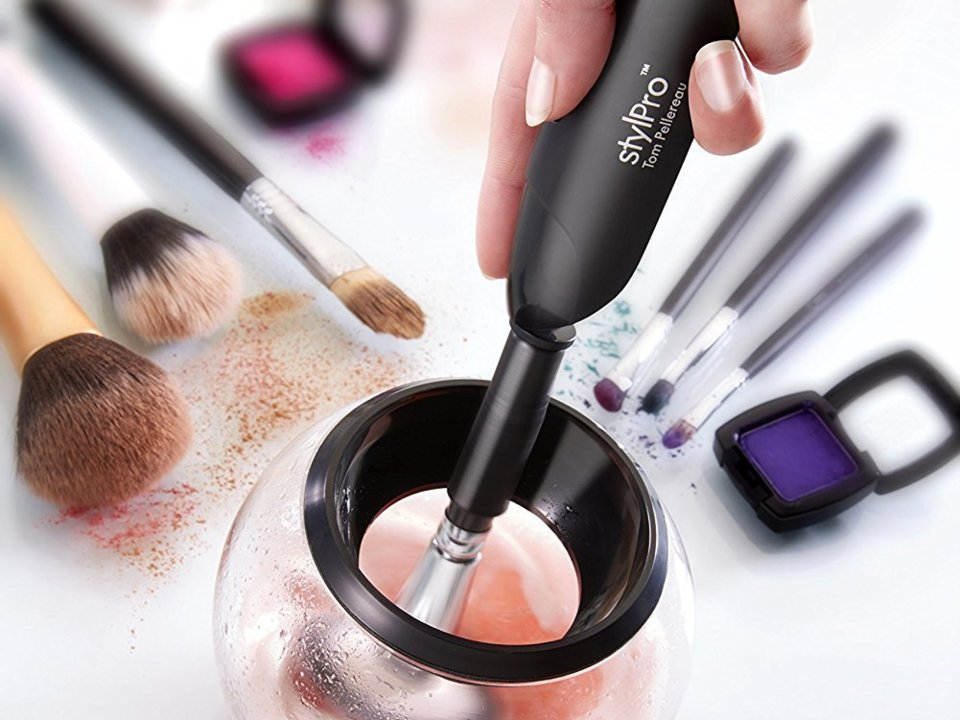 I used to despise cleaning my makeup brushes, but this 40