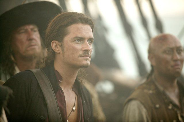 Still of Geoffrey Rush and Orlando Bloom in Pirates of the Caribbean: At World's End