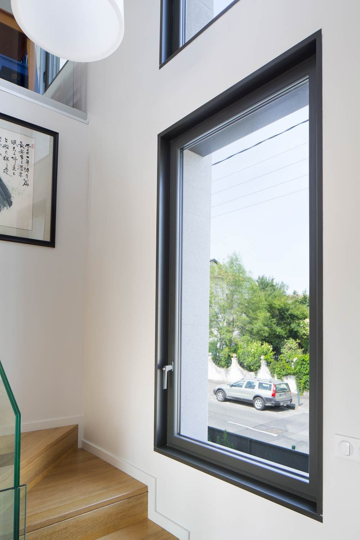 Les Fenetres Ameliorent Le Confort Et La Sante Dans L Habitat Tendances Magazine Interieur Maison Fenetres Aluminium Decoration Maison