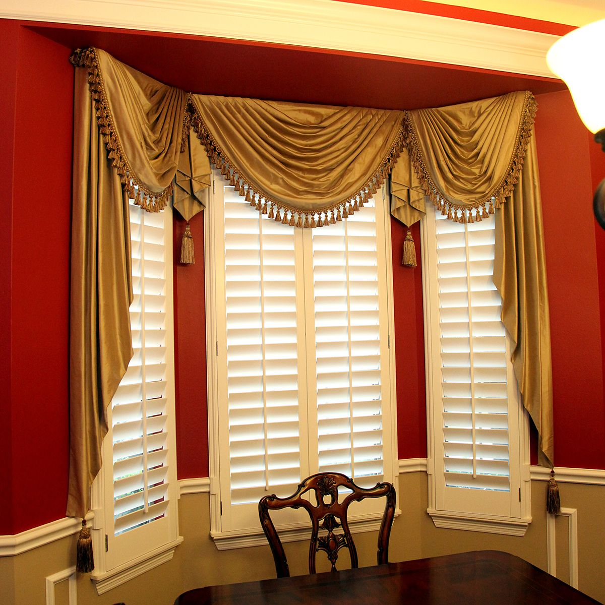 This gorgeous golden valance with tassels is right at home in this traditional dining room. Designed by Mary Allen Yelverton in Houston, TX. See her for free drapery design services.