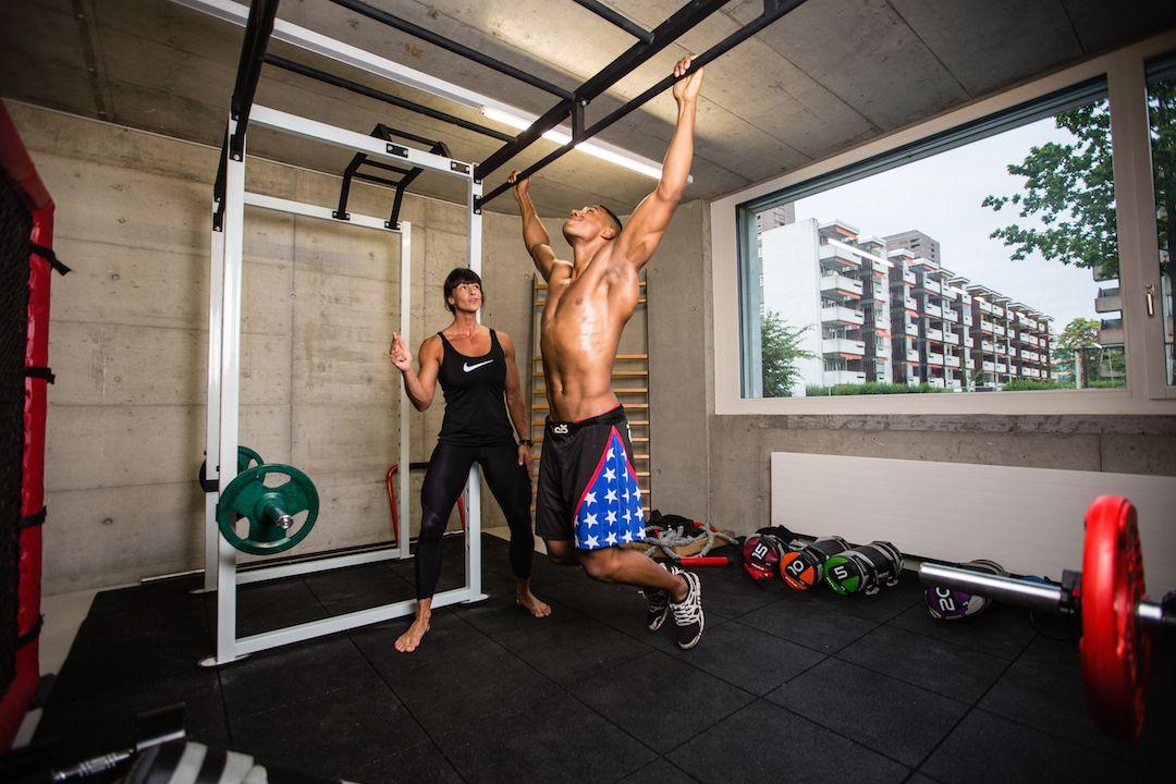 Blick.ch Online berichtet über die MMA-Championships die morgen, Samstagabend, in Wallisellen stattfinden!  Lese HIER alles über die Vorbereitungen der Sportler!  Lade HIER die MMA HIT-FC Trainingsprogramme herunter! www.centurionclub.ch  http://www.blick.ch/sport/kampfsport/europaeische-mma-meisterschaft-am-samstag-geht-die-post-ab-in-wallisellen-id3911350.html