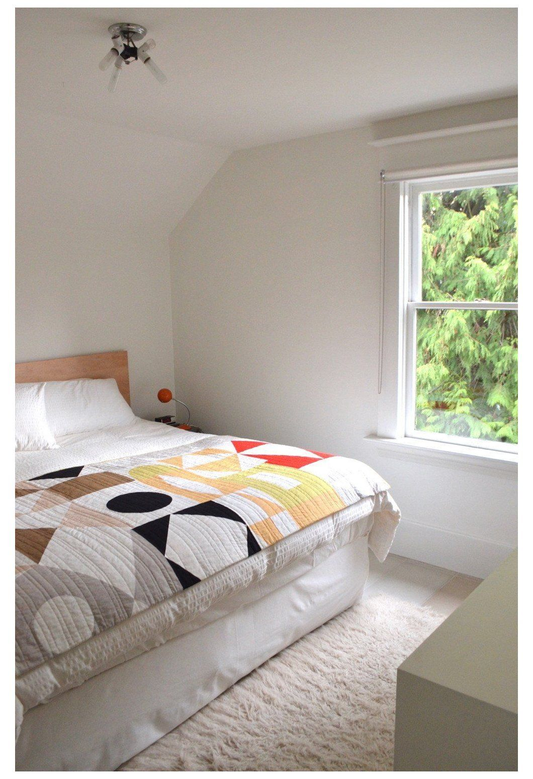 Modern Quilts In Modern Interiors As Someone Who Gravitates Toward Minimal Scandinavian Inspired Int In 2020 Modern Quilting Designs Modern Quilts Scandinavian Quilts