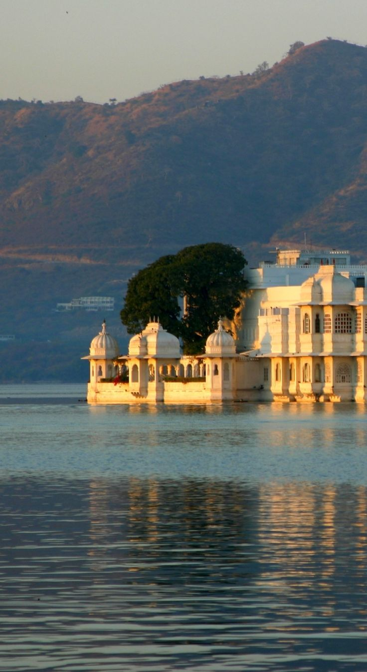 "Udaipur Lake Palace Guide ""India's Venice"" Palace tour"