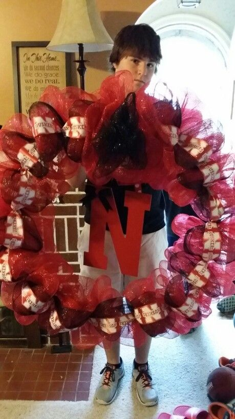 Extra large husker wreath