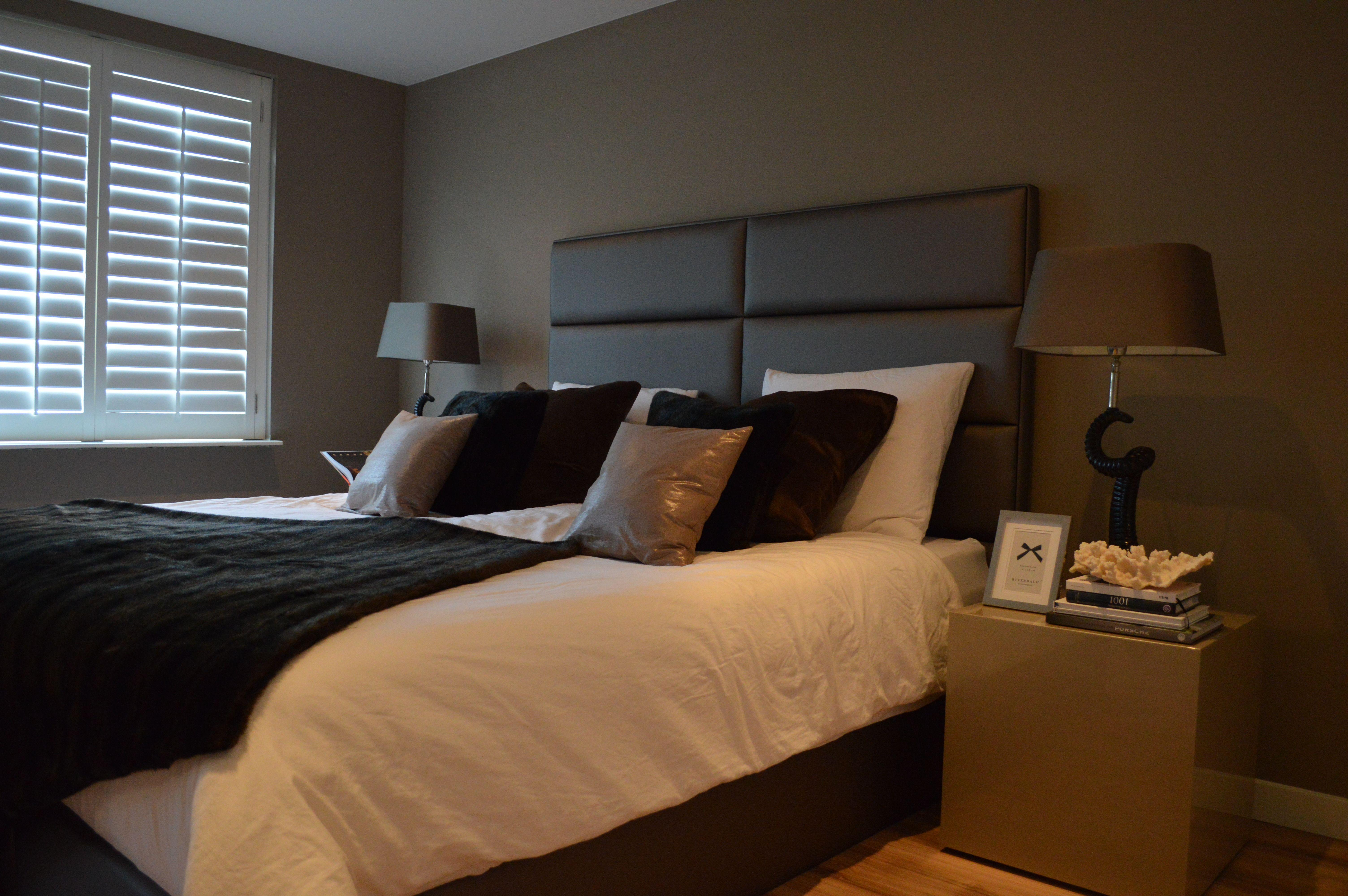 Dit hoofdbord op maat past perfect bij uw luxe slaapkamer. volledig