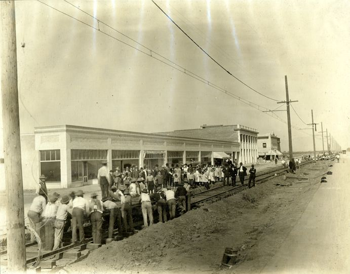 Laborers Laying Rails For The Pacific Electric Car Line In Van Nuys California 1914 Los Ange San Fernando Valley Cities In Los Angeles San Bernardino County