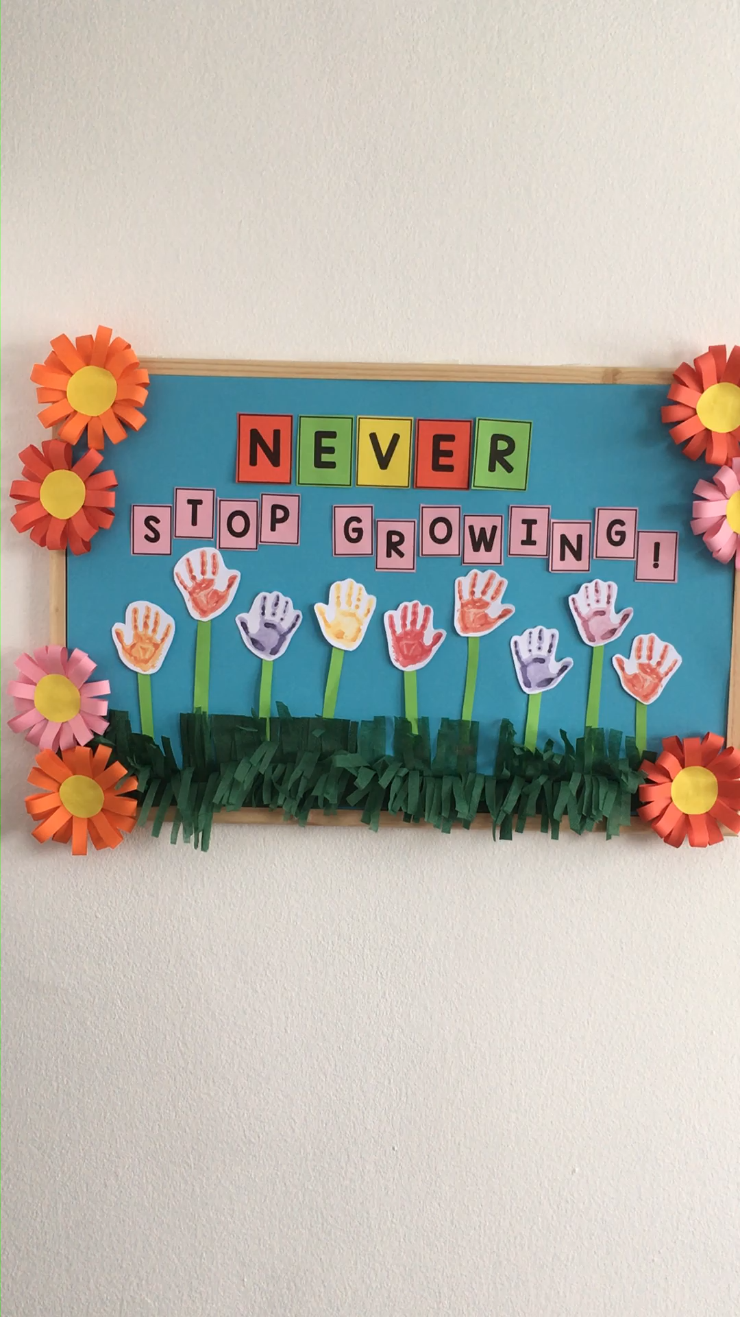 Spring Bulletin Board Ideas for Your Classroom is part of Birthday board classroom, Spring bulletin boards, Preschool crafts, Preschool boards, Spring crafts, Teacher bulletin boards - Oh how we love these amazing spring bulletin board ideas for teachers to decorate their classrooms! You will find lots of ideas and they are perfect for nursery, preschool, kindergarten and middle school  this post contains affiliate links Some of the bulletin board ideas are meant to be made by teachers while others are a …