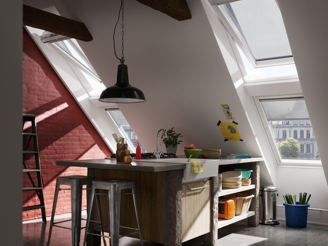 Moderne Küche mit viel Tageslicht und frische Luft